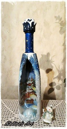 Decorated bottle for Christmas Recycled Glass Bottles, Painted Wine Bottles, Bottles And Jars, Decorated Bottles, Wine Bottle Art, Diy Bottle, Wine Bottle Crafts, Bottle Lamps, Christmas Decoupage
