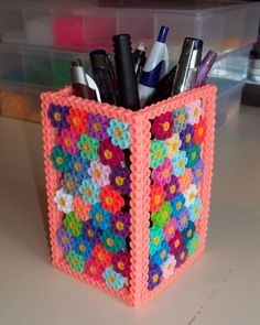 Perler Bead Flower Pattern Pencil Holder - She Crafts Alot Sometimes you just want something simple to keep yourself occupied, I found that my 6 year old Granddaughters perler beads can be made into some pretty cool stuff… MY IDOL! Hamma Beads 3d, Peler Beads, Fuse Beads, Hamma Beads Ideas, Perler Bead Templates, Diy Perler Beads, Perler Bead Art, Diy Perler Bead Crafts, Hama Beads Coasters
