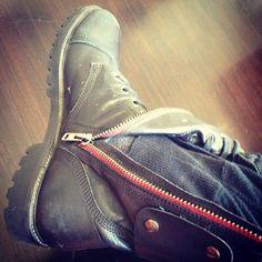 Jared Leto.- My shoe.01-09-2013  (via http://instagram.com/p/dupHjizBXG/