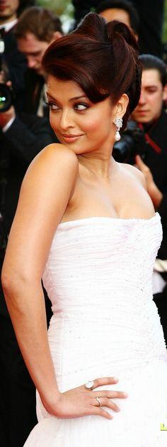 Aishwarya Rai Bachchan at Cannes Film Festival 2009 (Red Carpet)