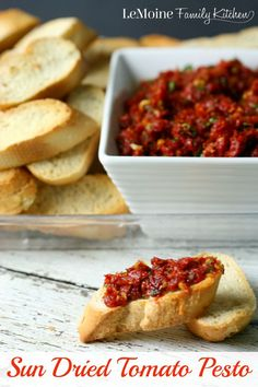This Sun Dried Tomato Pesto is perfect to serve with crostini, tossed with pasta or on top of grilled chicken. Finger Food Appetizers, Finger Foods, Good Food, Yummy Food, Tasty, Vegetarian Recipes, Cooking Recipes, Fingerfood Party, Snacks Für Party