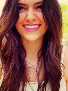 Bethany mota ! She is so beautiful.. alot of people would die to be her