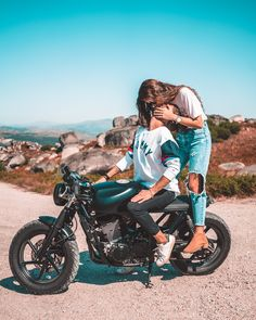 61 Ideas Motorcycle Couple Pictures Motorbikes For 2019 Motorcycle Couple Pictures, Bike Couple, Couple Shoot, Motorcycle Engagement Photos, Motocross Couple, Biker Love, Biker Girl, Cute Couples Goals, Couple Goals