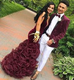 Comment below and tag a friend. Black Girl Prom Dresses, Senior Prom Dresses, Cute Prom Dresses, Beautiful Prom Dresses, Prom Fashion For Guys, Prom Outfits For Guys, Couple Outfits, Picture Outfits, Club Outfits