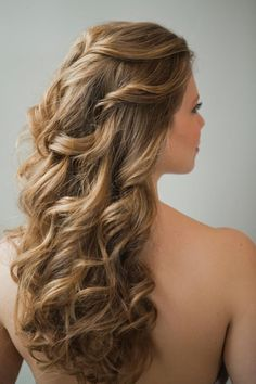 I WANT MY HAIR TO LOOK LIKE THIS FOR PROM. YUSS. FOUND THE PERFECT HAIRSTYLE.
