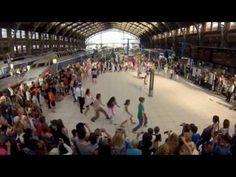 "Flashmob ""we are one"" Gare Lille Flandres par Eric KOLOKO - YouTube"