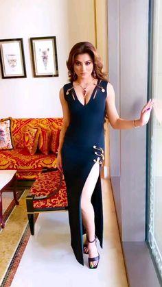 Beautiful Girl Photo, Beautiful Girl Indian, Most Beautiful Indian Actress, Beautiful Outfits, Bollywood Girls, Bollywood Stars, Bollywood Fashion, Bollywood Actress, Beautiful Women Videos