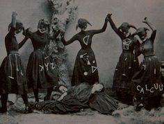18 Truly Creepy Vintage Photos - When Halloween Was Truly Scary Vintage Bizarre, Creepy Vintage, Vintage Witch, Vintage Halloween, Victorian Halloween, Photo Vintage, Vintage Photos, Images Terrifiantes, Michel Leiris