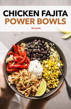 Chicken Fajita Power Bowls We captured all the flavor of a sizzling platter of fajitas, but with a fraction of the fat and calories. This Chicken Fajita Power Bowls recipe is also a perfect way to use up leftover chicken. Clean Eating Recipes, Clean Eating Snacks, Healthy Eating, Cooking Recipes, Healthy Recipes, Natural Food Recipes, Healthy Snacks, Food Bowl, Healthy Dieting