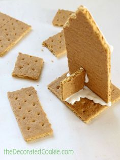graham cracker houses More (holiday baking ideas christmas gingerbread houses) Gram Cracker Gingerbread House, Gingerbread House Parties, Gingerbread Village, Christmas Gingerbread House, Christmas Snacks, Gingerbread Man, Gingerbread Decorations, Christmas Activities, Christmas Stuff