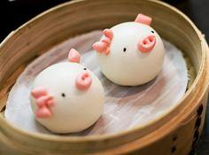 Steamed buns that look like piggies. Steamed Cake, Steamed Buns, Cute Food, Good Food, Yummy Food, Japanese Sweets, Japanese Food, Cute Buns, Kawaii Dessert
