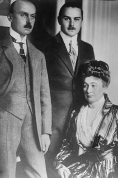 Prince Friedrich Leopold, center, with his parents Prince Friedrich Leopold and Princess Louise Sophie of Prussia.