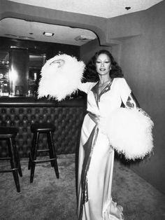 Photographic Print: Freda Payne by Isaac Sutton : Vintage Black Glamour, Vintage Beauty, Vintage Fashion, Beautiful Black Women, Beautiful People, Amazing People, Beautiful Ladies, Simply Beautiful, Daily Fashion