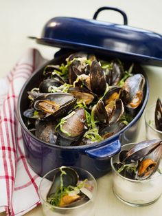 Mussel soup with shredded cabbage