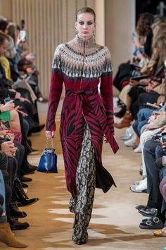Altuzarra Fall 2019 Ready-to-Wear Fashion Show - Vogue Knitwear Fashion, Knit Fashion, Sweater Fashion, Fashion Week, Fashion 2020, Runway Fashion, Fashion Outfits, Womens Fashion, Fashion Trends