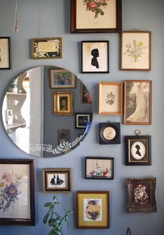 52 Ideas for bathroom art vintage apartment therapy Picture Wall, Picture Frames, Photo Wall, Vintage Apartment, Décor Antique, Antique Frames, Bathroom Art, Small Bathroom, Bathroom Vintage