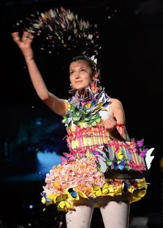 Trash Fashion, mode gemaakt van afval door studenten in Macedonie...