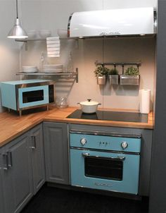 Big Chill Electric Wall Oven in Beach Blue. Our wall oven has the most modern of capabilities with the warm look of your aunt's old kitchen. The best of both worlds, we think. Click to learn more. #BigChill #Retro