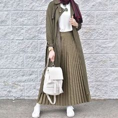 10 Hijab Styles For Petite Girls 10 Hijab Styles For Petite Girls As a Moslem wo. 10 Hijab Styles For Petite Girls 10 Hijab Styles For Petite Girls As a Moslem woman, we know that H Hijab Casual, Hijab Chic, Ootd Hijab, Hijab Fashion Casual, Islamic Fashion, Muslim Fashion, Modest Fashion, Fashion Outfits, Fashion Ideas
