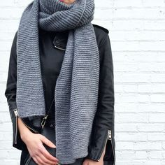 Knitting a scarf: our 10 favorite models Chunky Scarves, Fall Sweaters, Winter Wardrobe, Couture, Everyday Fashion, Passion For Fashion, Autumn Winter Fashion, What To Wear, Style Me