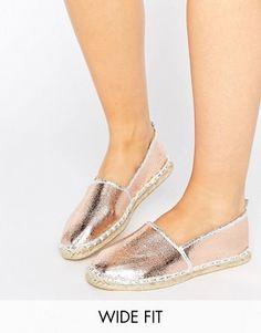 Découvrez toute la sélection de styles de chaussures femme avec ASOS. Des  sandales compensées aux baskets en passant par les ballerines, découvrez  notre ...