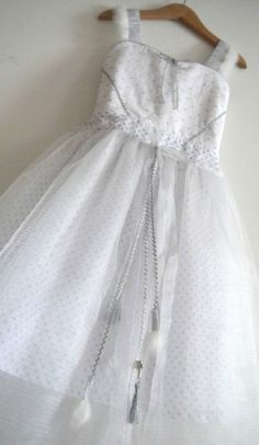 La robe de la fée Clochette ... Revu et corrigée par Une Rose sur la Lune (http://lilylazuli.canalblog.com/)