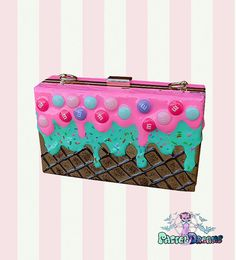 After popular demand finally i present you the drippy icecream inspired evening handbag Completely hand crafted using quality heels, realistic faux frosting & sprinkles We seal all of our bags multiple times with waterproof sealants to insure quality and longevity. STYLE 1 : SPRINKLES PINK-TURQUOISE WONT REPRODUCE Exact Dimensions: Height 5.25 Lenght 8.25 Features: Detachable Chain, Inner Dividers, Inner Pockets STYLE 2: CANDYHOLIC (sprinkles + m&s) Measurement: 18*11*5.5 CM…