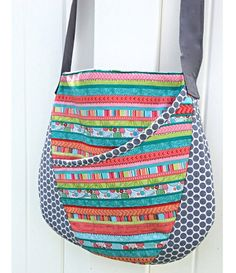Free pattern: Oval messenger bag http://thestitchingscientist.com/2014/05/oval-messenger-bag-with-free-pattern.html