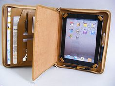 iPad 4 Leather Portfolio Case with inside Writing Pad for Apple iPad 3 with iPhone 6 and Accessories Art Portfolio Case, Iphone 5s, Diy Leather Bracelet, Diy Makeup Storage, Marble Iphone Case, Leather Portfolio, Apple Ipad, Handmade Bags, Leather Craft