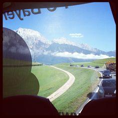 Münchens Einser lümmelt in der letzten Busreihe und macht Fotos: Ty-rese,Ty-rese, deine Welt sind die Berge (Die Heidi-Melodie bitte dazu denken) #BekoBBL #FCB
