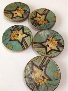 Large star coconut wood buttons in Sunday's sale