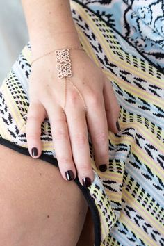 Bijou de main arabesque