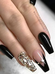 Gorgeous gloss black coffin nails set with accent gold glitter nail! - black and gold nails coffin glitter Gold Coffin Nails, Black Gold Nails, Gold Acrylic Nails, Silver Glitter Nails, Gold Nail Art, Bling Nails, Nail Black, Marble Nails, Bling Bling