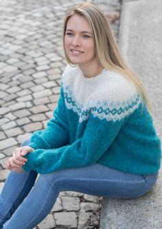 Garnpakke: Alettegenser i Faerytale (dame) - Knitting Inna Turtle Neck, Pullover, Denim, Knitting, Sweaters, Fashion, Caps Hats, Tejidos, Threading