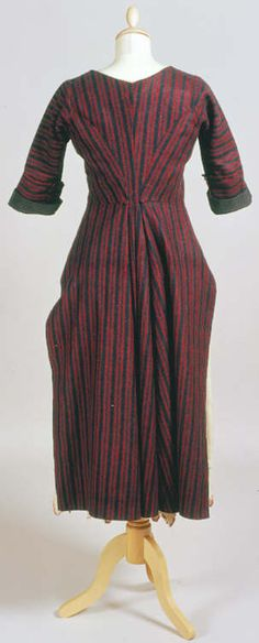 flannel 'betgwn' or bedgown, 19th century (rear view)