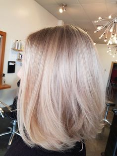 42 trendy rose gold blonde hair color ideas - rose gold hair highlights, rose go . - Haare - 42 trendy rose gold blonde hair color ideas – rose gold hair highlights, rose go … - Rose Gold Hair Blonde, Platinum Blonde Hair, Brunette Hair, Ombre Hair, Highlighted Blonde Hair, Blonde Straight Hair, Pretty Blonde Hair, Champagne Blonde Hair, Going Blonde