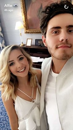 Zoe Sugg and Alfie Zoella Hair, Zoella Beauty, Zoella Style, Pointless Blog, Sugg Life, Celebrity Selfies, Celebrity Couples, Zoe Sugg, Celebs