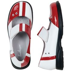 How cute are these golf shoes by Sandbaggers? I am going to get back into golf.