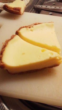 ビスケットのボトムのあるNYタイプのチーズケーキも、炊飯器でしっとり濃厚です。