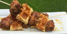 Chicken and waffle skewers Chicken And Waffles, Skewers, Sleepover, Great Recipes, Catering, Breakfast Recipes, Brunch, Yummy Food, Couple