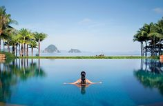 Luxurious hotel pools travelBIG.com.