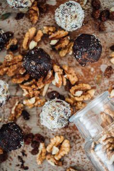 Ovocno-orechové nepečené guľky: tip na rýchly snack - Fitshaker Stuffed Mushrooms, Vegetables, Food, Stuff Mushrooms, Essen, Vegetable Recipes, Meals, Yemek, Veggies