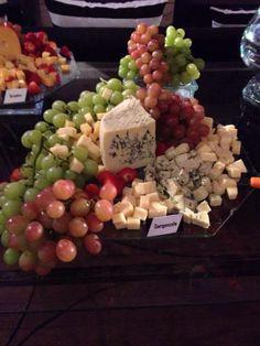 Mesa de queijos e frutas www.carlafalconi.com.br