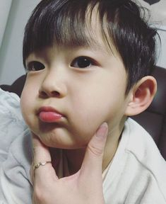 ❝The worst feeling in the world is being hurt by someone you love❞ … Cute Asian Babies, Korean Babies, Asian Kids, Cute Babies, Cute Little Baby, Cute Baby Girl, Little Babies, Baby Kids, Baby Boy
