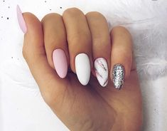 The advantage of the gel is that it allows you to enjoy your French manicure for a long time. There are four different ways to make a French manicure on gel nails. The choice depends on the experience of the nail stylist… Continue Reading → Shellac Nails, Nail Manicure, Glitter Nails, Glitter Glue, Manicure Ideas, Cute Acrylic Nails, Fun Nails, Dream Nails, Almond Nails