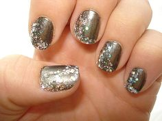 Love when glitter nails look elegant and fancy.