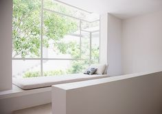 Prachtige venster-bank. Ontwerp via: metainteriors #interieur