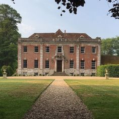 Deans Court ( in is an ancient house with fine facades, set in romantic gardens. Home Design, Path To Heaven, English Manor Houses, Classic Architecture, Mansions Homes, Country Estate, At Home Store, Cottage Homes, Historic Homes