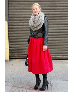 Street Style Fashion Week New York jupe rouge perfecto noir