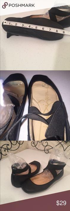 JESSICA SIMPSON Ballerina Flats Super cute leather ballet flats with elastic ankle straps and flat pointe toe tips. Interior toe bed torn, see photo. Please check out the rest of mycloset! Jessica Simpson Shoes Flats & Loafers